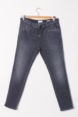 Closed Pedal Pusher Jean