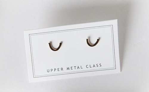 Upper Metal Class Curve Earrings